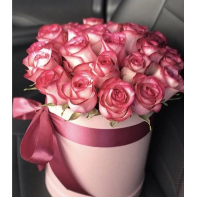 19 розовых роз Джамиля в коробке